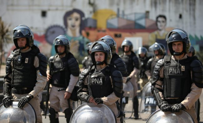 Security forces are seen during a demonstration against economic measures of Argentine President Mauricio Macri\'s government, in Buenos Aires, Argentina September 24, 2019.REUTERS/Agustin Marcarian