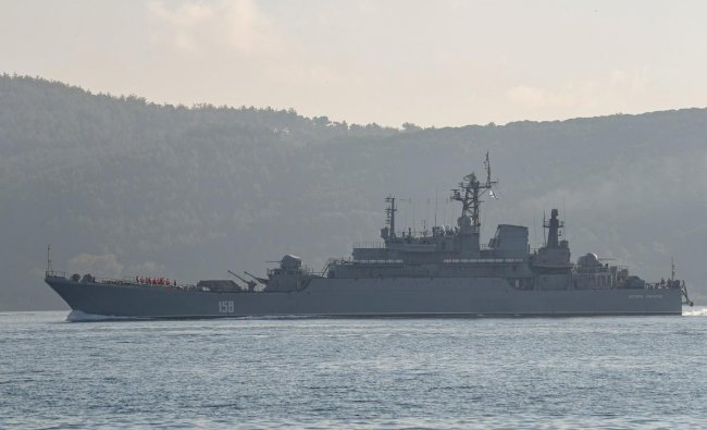Russian warship BSF Tsezar Kunikov 158 sails through the Bosphorus Strait off the coast of the city of Istanbul on her way to the Black Sea as its returns from the port of Tartus, western Syria on September 26, 2019. (Photo by Ozan KOSE / AFP)