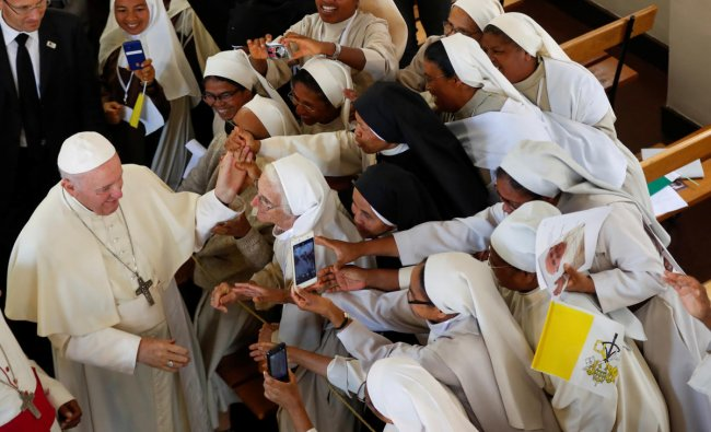 Pope Francis greets faithful after leading the mid-morning prayer at the Monastery of the Discalced Carmelites in Antananarivo, Madagascar, September 7, 2019. REUTERS/Yara Nardi