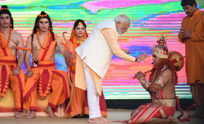 Prime Minister Narendra Modi performs religious rituals with performers at an event marking the Hindu festival of Dussehra in New Delhi on October 8, 2019. (Photo by AFP)