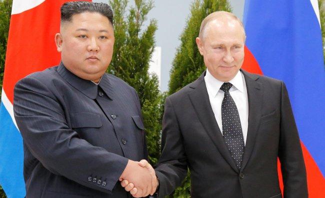 Russian President Vladimir Putin and North Korea\'s leader Kim Jong Un shake hands during their meeting in Vladivostok, Russia, April 25, 2019. Alexander Zemlianichenko/Pool via REUTERS