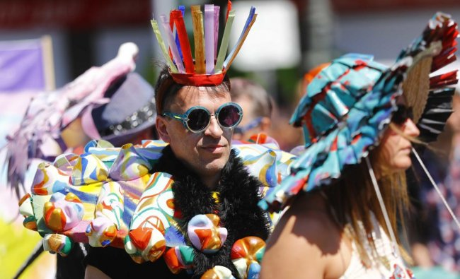 Performers take part in the annual street parade, which is part of the Carnival of Cultures celebrating the multi-ethnic diversity of the city, in Berlin, Germany. Reuters Photo