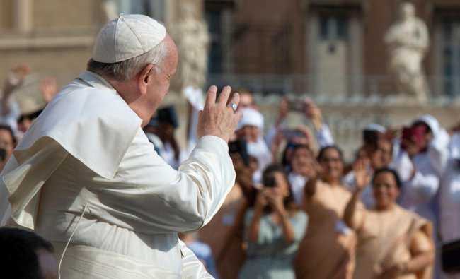 Pope Francis waves during the weekly general audience at the Vatican, August 28, 2019. (Vatican Media/Handout via REUTERS)