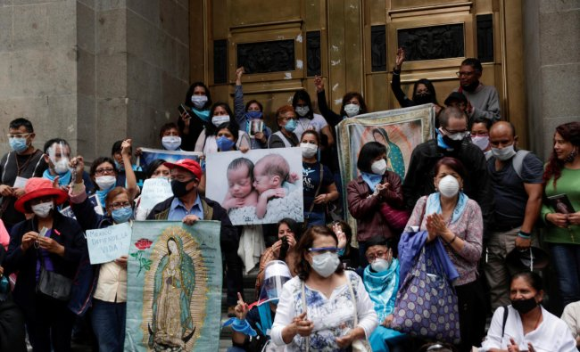 Activists against abortion protest outside Mexico\'s Supreme Court building in Mexico City. Credit: Reuters Photo