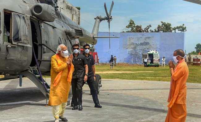 Minister Narendra Modi being welcomed by Uttar Pradesh Chief Minister Yogi Adityanath ahead of the inception of Bhoomi Pujan