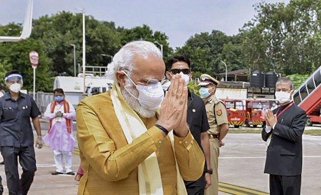Prime Minister Narendra Modi arrives in Lucknow