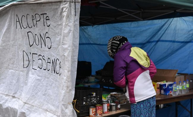 All along the edges of a long boulevard in Montreal stretches an unprecedented sight in this city: hundreds of tents have sprung up in a bran new homeless city since the end of summer, with many of the people thrown out of their homes because of the pandemic. Credit: AFP Photo