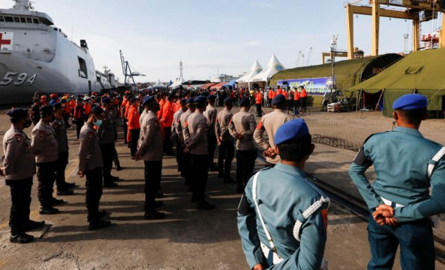 Indonesian Rescue members attend a morning briefing before continuing the rescue process for Sriwijaya Air flight SJ 182, at Tanjung Priok port in Jakarta, Indonesia, January 11, 2021. Credit: Reuters.