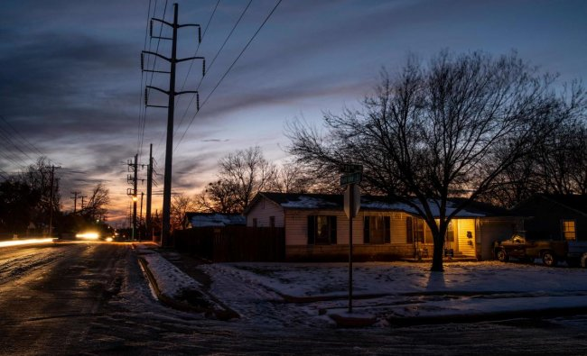 A neighborhood in Waco, Texas, is still covered in ice and snow. Credit: AFP photo.