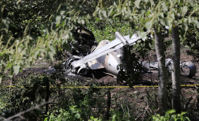 Six Mexican soldiers died Sunday when the aircraft in which they were traveling crashed after taking off from an airport in the eastern state of Veracruz, reported the Secretariat of Defense (Sedena). Credit: AFP Photo