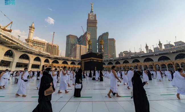 Muslims perform the Umrah in the last ten days of Ramadan, while maintaining social distancing due to coronavirus disease (COVID-19) pandemic, in the Grand Mosque, in the holy city of Mecca, Saudi Arabia, May 2, 2021. Credit: Reuters Photo