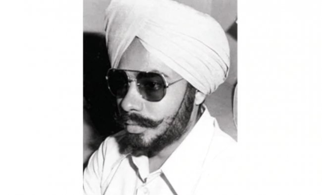 Check out the photo of Narendra Modi disguised as a Sikh. While a huge number of BJP leaders were put in jail during the Emergency in June 1975, he changed his appearance and hid and moved around freely. Credit: NaMo App