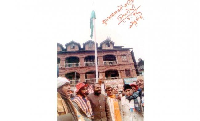 Narendra Modi with Murli Manohar Joshi and other BJP leaders during the flag hoisting in Lal Chowk, Srinagar. Credit: NaMo App