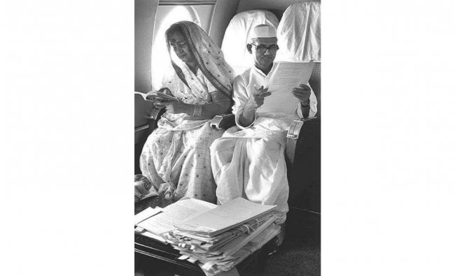 Vinamra Shastri also shared a picture of his grandfather PM Lal Bahadur Shastri, tending to work files inside the flight. Credit: Twitter/@VShastri