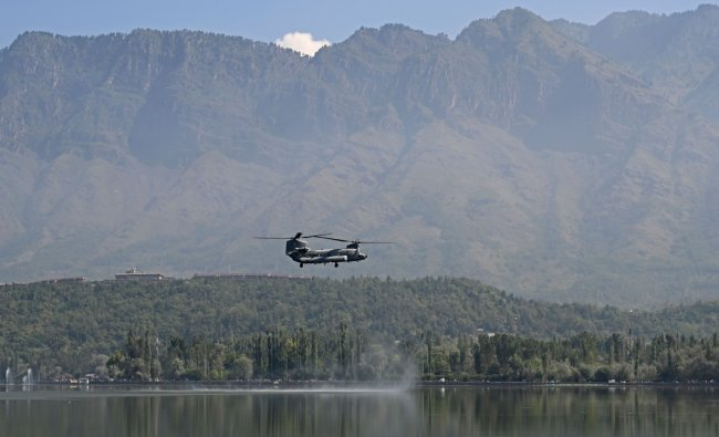 Indian Air Force (IAF) Chinook helicopter flies over Dal Lake during IAF\'s air show in Srinagar. Credit: AFP Photo