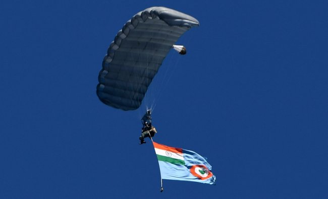 Indian Air Force (IAF) paratroopers perform over Dal Lake during IAF\'s air show in Srinagar. Credit: AFP Photo