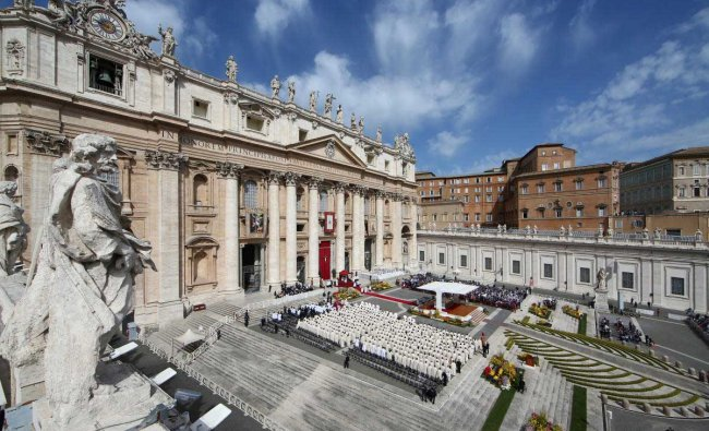 A general view of the Saint Peter\'s square as Pope Francis leads a Holy Mass to mark the feast of Divine Mercy
