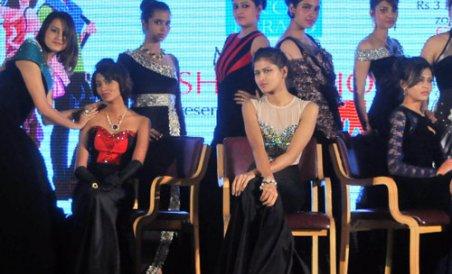 Fashion Show Kicks Off In Resplendent Style Deccan Herald