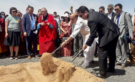 Union Home Minister Rajnath Singh with Mongolian Prime Minister Ukhnaagin Khurelsukh at the Ground Breaking ceremony for an oil refinery, at Stantsiin Hooloi in Altanshiree Soum, Mongolia on June 22, 2018. PIB/PTI