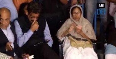 CBI vs Kolkata police: Mamata continues her dharna