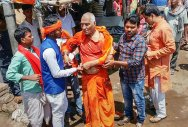 Social activist Swami Agnivesh after he was allegedly assaulted by Bharatiya Janata Yuva Morcha (BJYM) workers, during his visit to Pakur on Tuesday, July 17, 2018. (PTI Photo)
