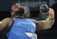 Brilliant Tajinder nails gold with Games record