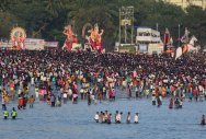 Thousands pour in as Ganeshutsav draws to a close