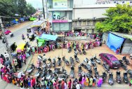 Women queue up for yards to buy six-yard silk wonder