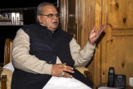 Will try for atmosphere for talks in Kashmir: Guv