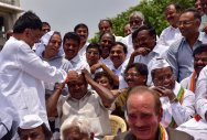Cong, JD(S) erupt in protest against Governor's decision
