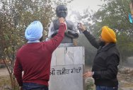 Rajiv Gandhi statue painted black by Akali leaders