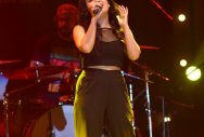 Recreating old songs a positive trend: Neha Kakkar