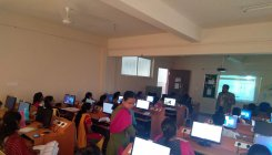 Microsoft gives free OS to schoolkids to curb piracy