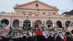 People throng Rajaji Hall to pay last respects to MK