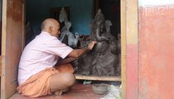 Deaf, mute idolmaker braves the odds for Lord Ganesha