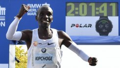 Kipchoge smashes world marathon record