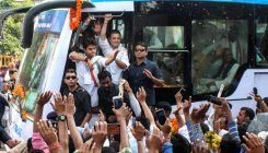 Amid roadshow, Rahul halts for tea, poses for selfie