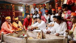Rahul follows grandmother, father in temple visit