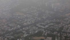 Delhi's air quality remains very poor for second day