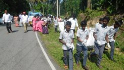 100 volunteers take up cleanliness drive