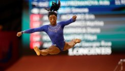 Biles leads qualifying despite kidney stones
