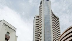 Sensex, Nifty pare early gains on profit-booking
