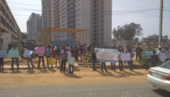 Flat owners protest against builder for delay