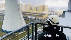 Coal protest: Greenpeace activists climb power plant