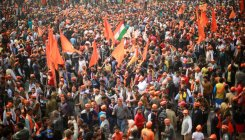 VHP holds mega rally in massive temple push