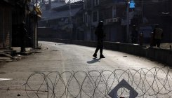 Police foil separatists march to army base Srinagar