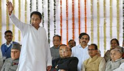 Kamal Nath signs farmers' loan waiver file