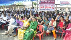 Farmers demand loan waiver, factory reopening
