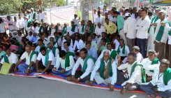 Farmers stage protest
