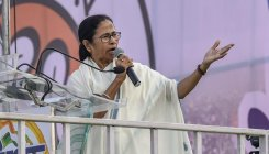 Oppn to take up EVM hacking issue with EC: Mamata